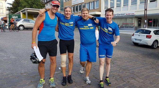 Team TRIAkademie/BBG vor dem abschließenden Triathlon bei der Team Challenge auf Platz 4